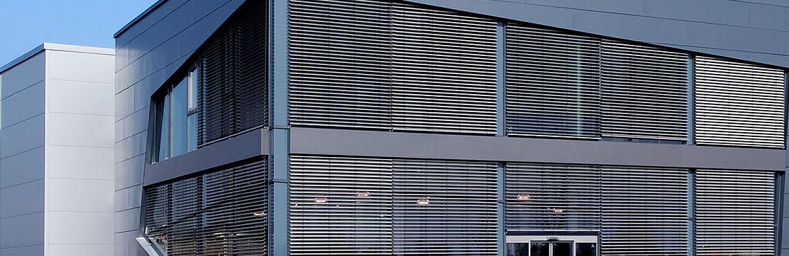 Sonnenschutz au enliegend innenliegend raffstore jalousien flexalum sonnenschutzsysteme - Sonnenschutz giebelfenster ...